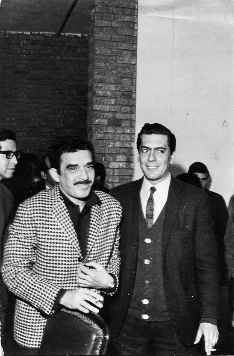"""Vargas Llosa escribiría luego su tesis doctoral, """"Historia de un deicidio"""", un trabajo que explora la narrativa de García Márquez"""