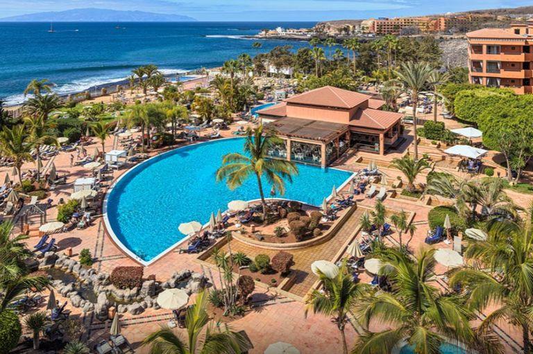 España: cientos de turistas, encerrados en un hotel de Canarias ante un posible caso de coronavirus