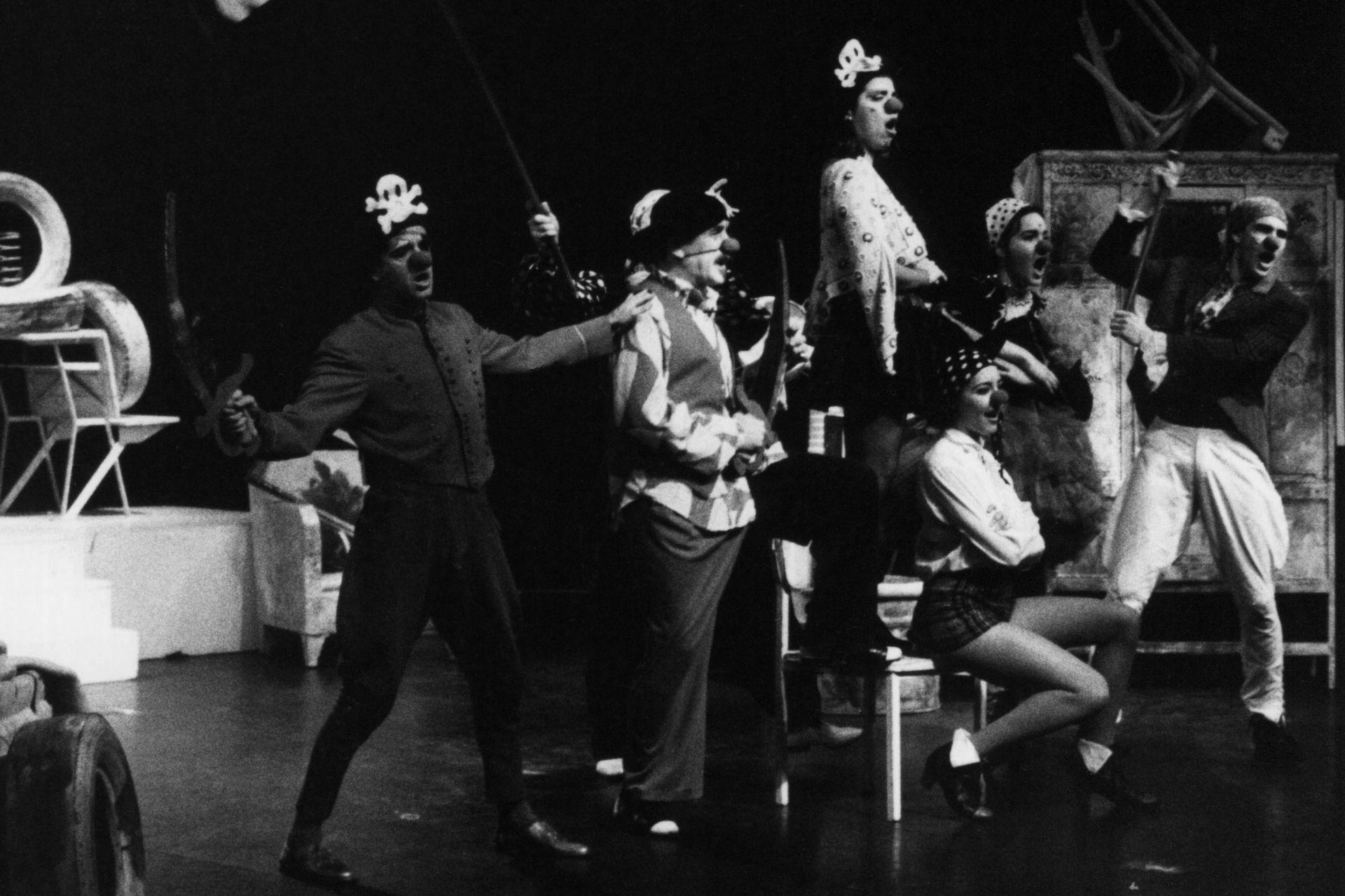 Robertino Loras, Roberto Catarineu, Andrea Tenuta, Victoria Vieyra, Marina Svartzman y Diego Jaraz, en Vivitos y coleando