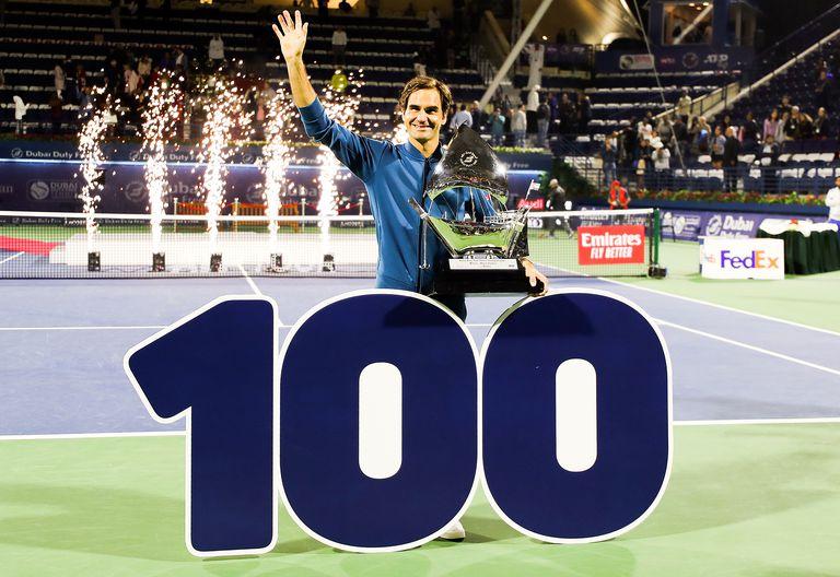 Federer derrotó a Tsitsipas en la final de Dubai 2019 y alcanzó su título número cien.