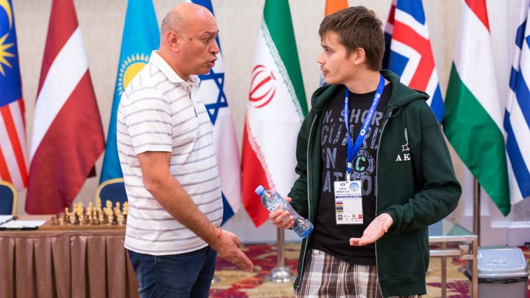 La discusión entre Azmaiparashvili y Kovalyov