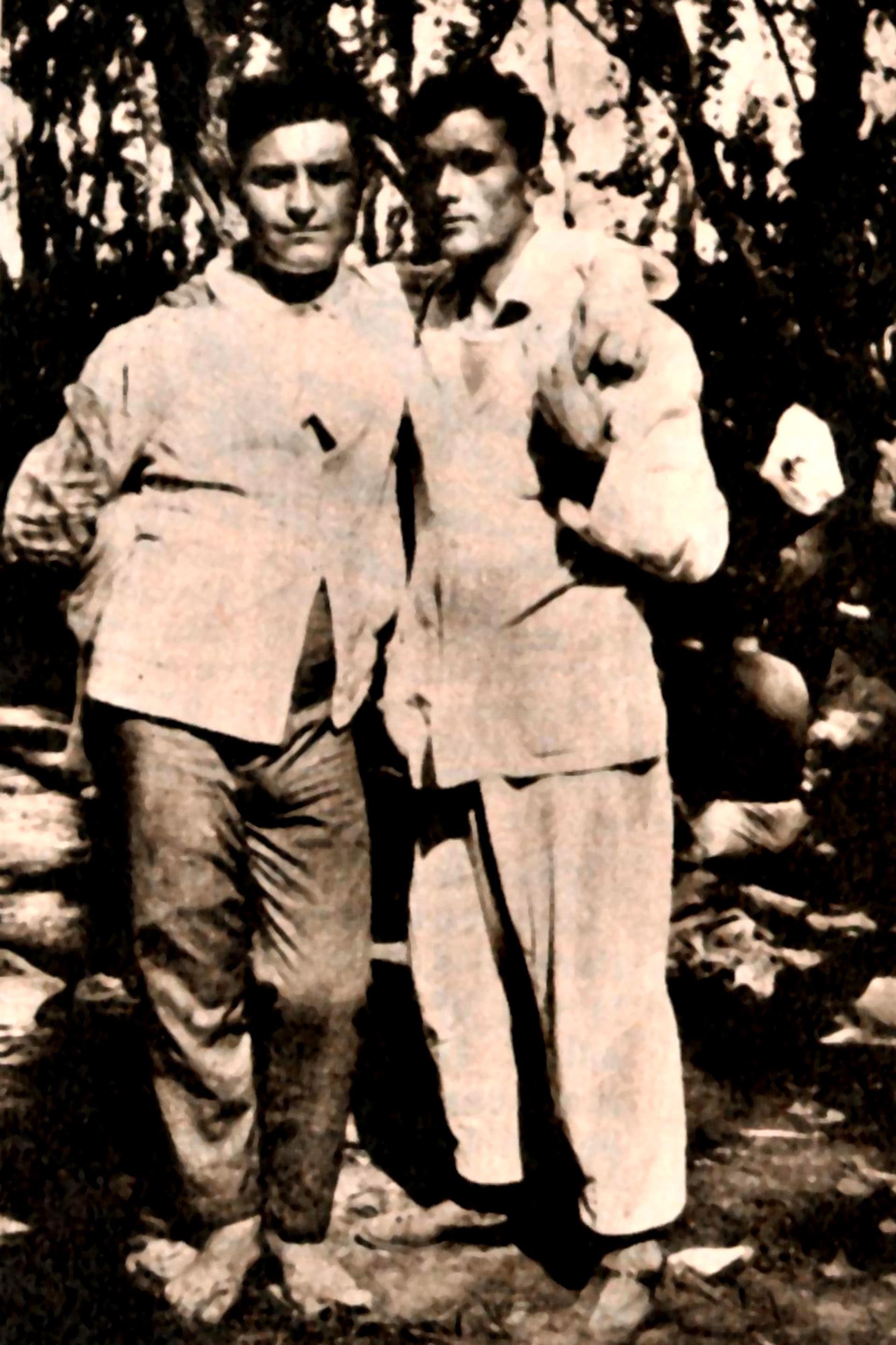 El anarquista Severino Di Giovanni, a la izquierda