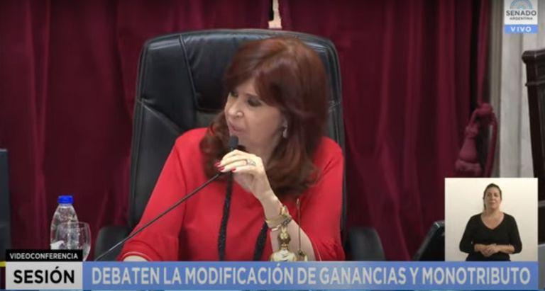 """Cristina le dijo """"barrabravas"""" a la oposición, y ordenó: """"Cállense y escuchen"""""""