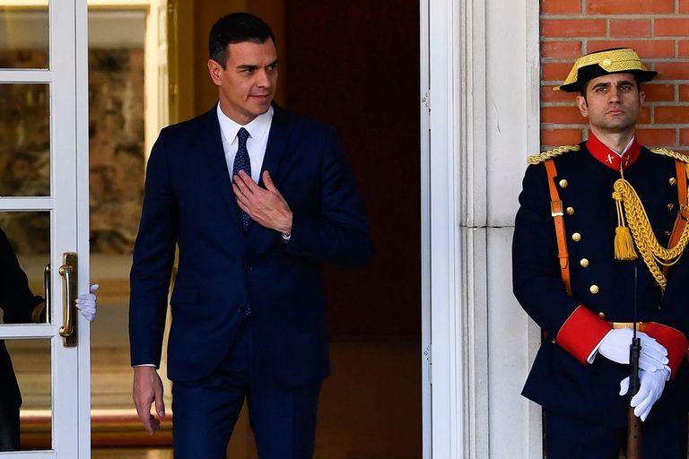 En plena turbulencia, Sánchez mantuvo reuniones ayer en el Palacio de la Moncloa, en Madrid