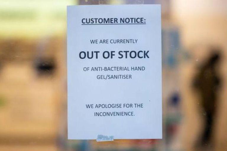 Algunos comercios informan de que se agotaron los geles desinfectantes de mano