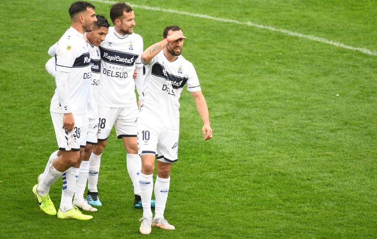 Un golazo de Aleman le dio el triunfo a Gimnasia ante Atlético en el 5° minuto de descuento