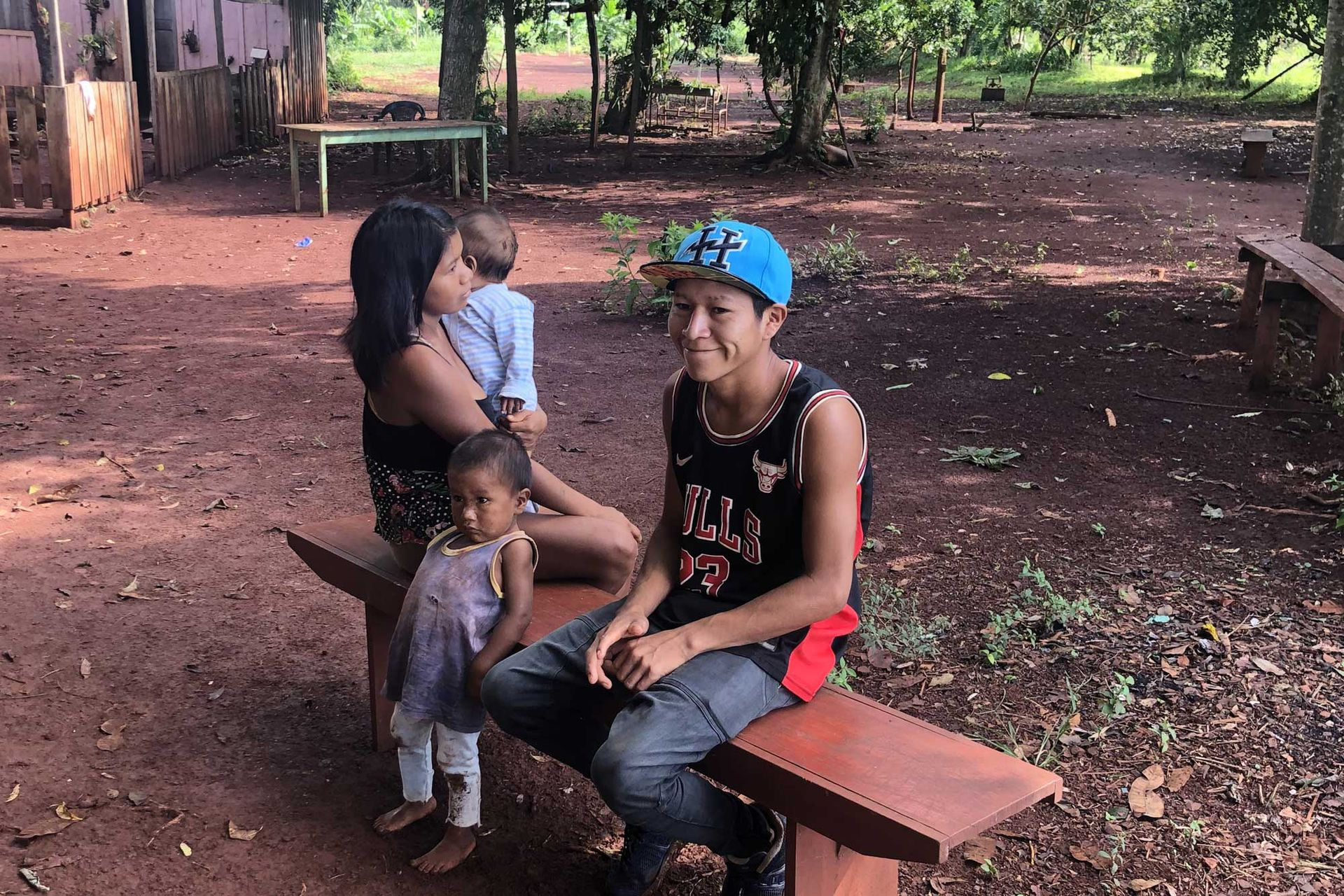 Hugo vive junto a su mujer y sus dos hijos en la comunidad Guapoy
