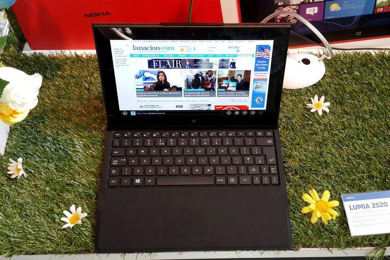 La tableta Lumia 2520 tiene una cubierta (que se vende por separado) que suma un teclado y batería extra