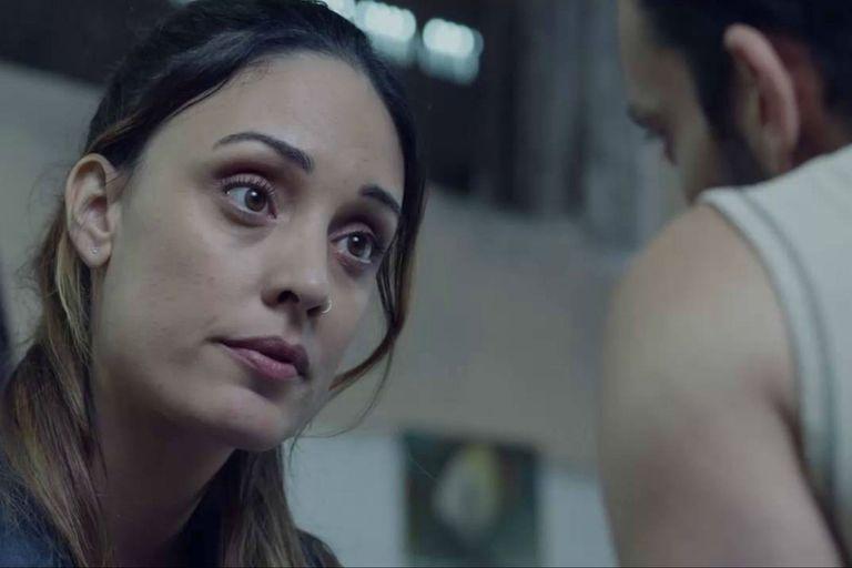 Emma ingresa en la precuela como asistente social de la cárcel y se convertirá en alguien muy cercano a Miguel en la continuación de la historia