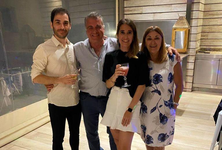 Sergio junto a sus hijos Juan Cruz y Florencia y a su esposa Sandra
