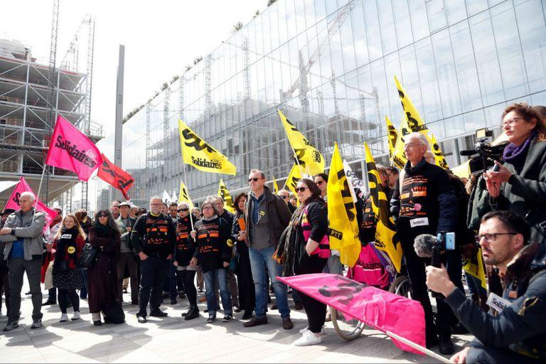 Se suicidaron 35 empleados de Telecom en Francia: ¿Sus jefes irán a prisión?