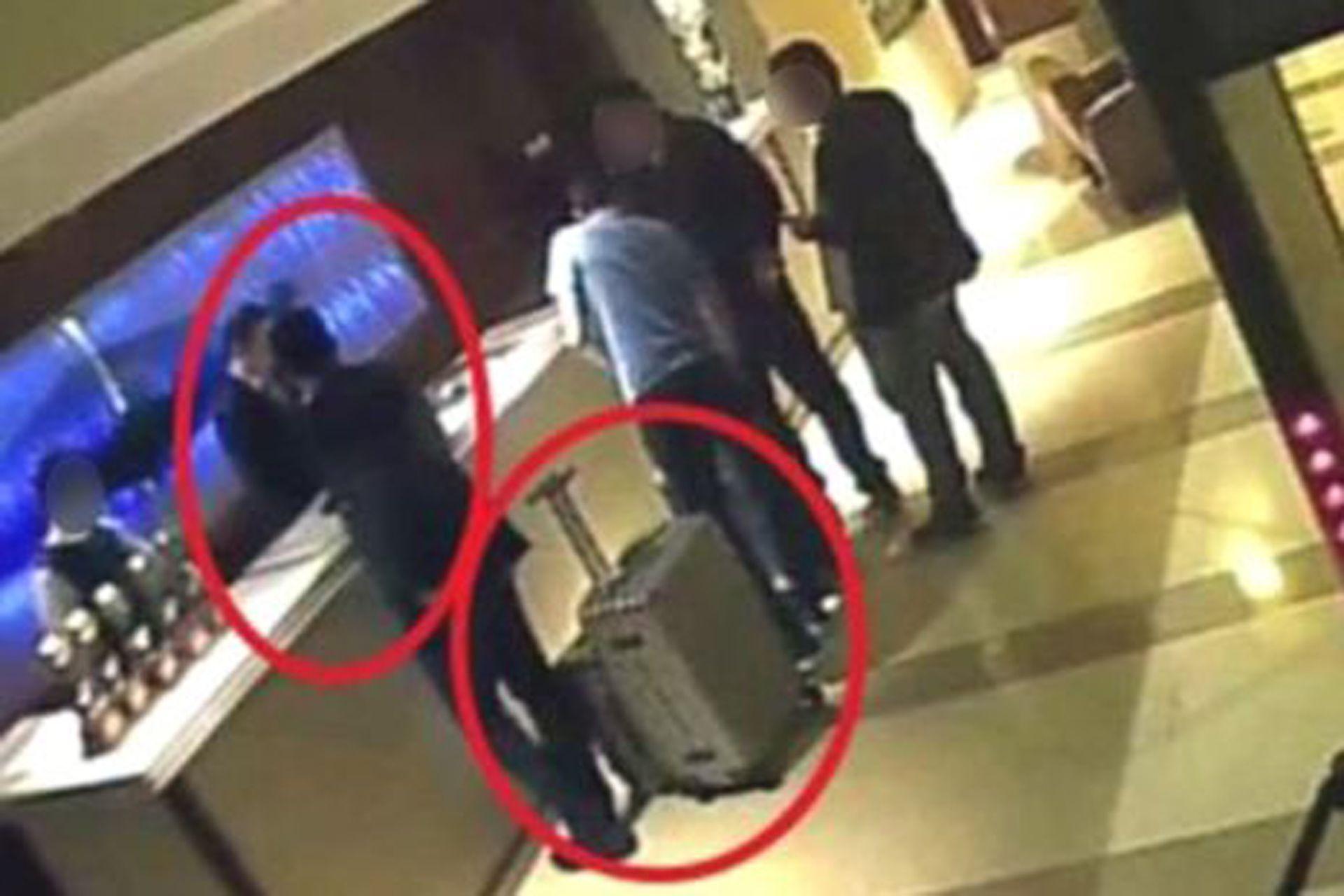 En esta imagen se ve a los sauditas en la recepción del hotel Mövenpick, en Estambul