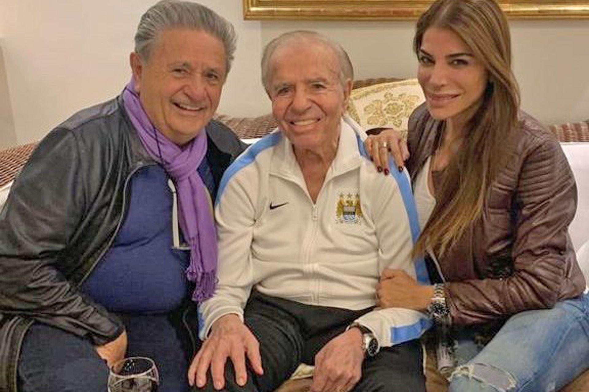 Carlos Menem junto a su hija, Zulemita y Eduardo Duhalde, en un encuentro de reconciliación, de 2019