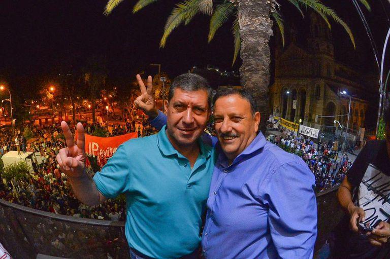 El exgobernador Sergio Casas junto a Ricardo Quintela, el último de larga generación de peronistas que gobiernan La Rioja desde 1983
