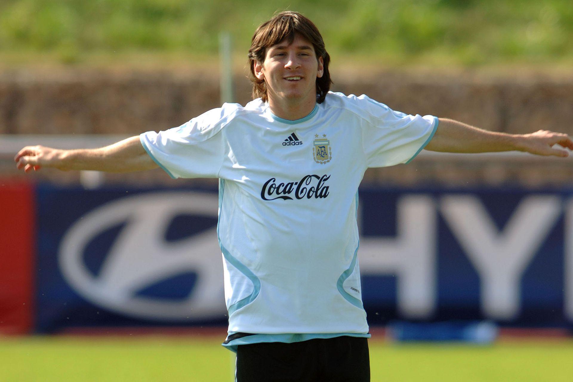 Lionel Messi en Alemania 2006, su primera Copa del Mundo, durante la que cumpliría 19 años; si consigue la clasificación para Qatar, será el único argentino que habrá participado de cinco mundiales