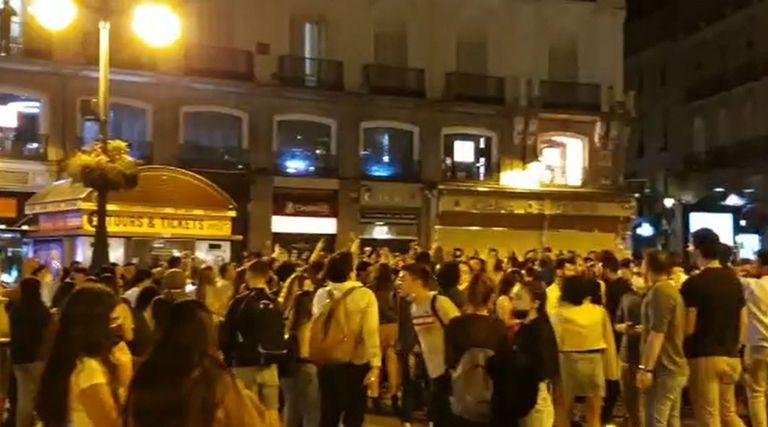 09/05/2021 Aglomeraciones de persnas esta noche en distintos puntos de Madrid para celebrar el fin del estado de alarma SOCIEDAD ESPAÑA EUROPA MADRID