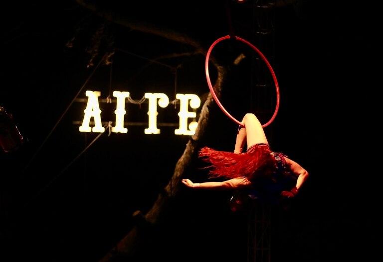 El Circo del Aire, todas las noches funciones a la gorra y al aire libre en el centro de Villa Gesell