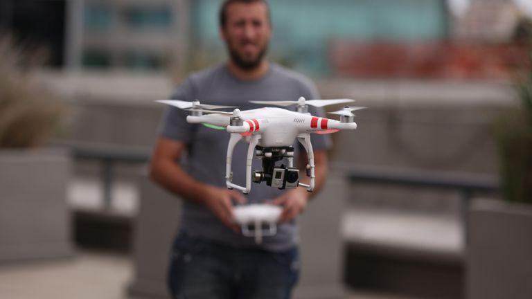 Todos los drones deberán estar regulados por la Administración Nacional de Aviación Civil