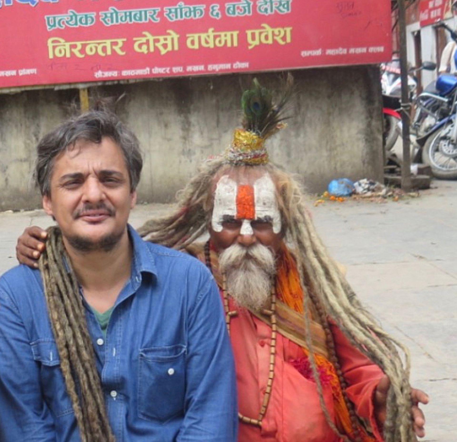 """Como parte de su idea de """"periodismo cash"""" -la premisa de que todo tiene su precio- Meneses se compró un dios en la India."""