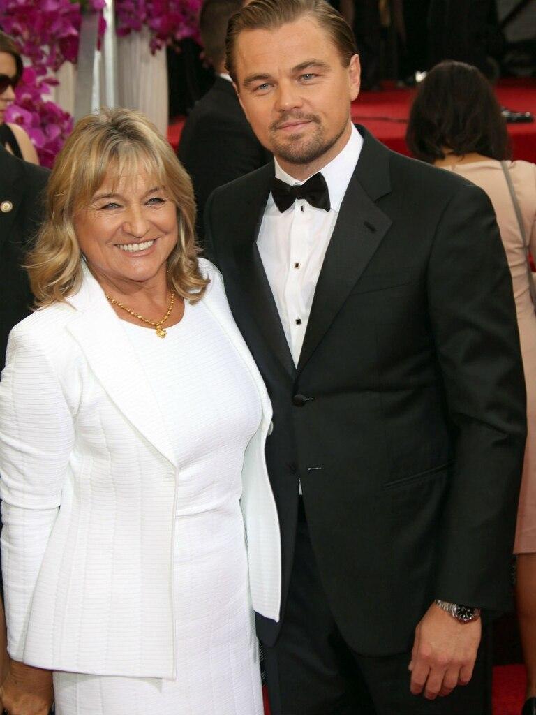 La madre de DiCaprio suele ser su compañera inseparable en todas las ceremonias
