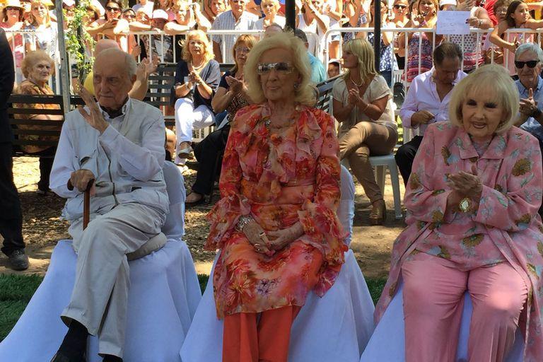 Junto a Mirtha y a su hermano José Martínez Suárez, quien murió el 17 de agosto pasado