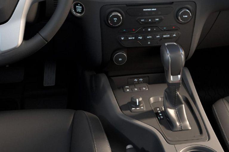 Respecto a la trasmisión, ofrece caja manual de cinco velocidades, manual de seis marchas o automática de seis marchas