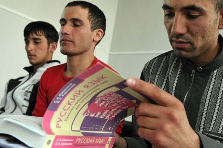 Inmigrantes de Asia Central aprenden ruso