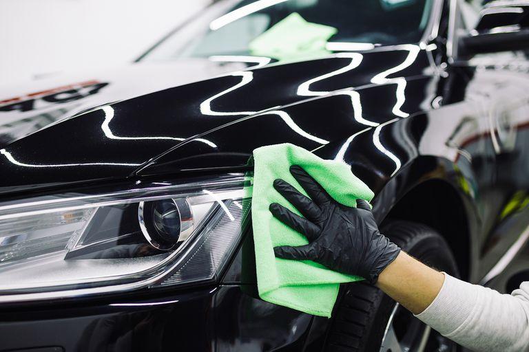 En la limpieza profesional puede usarse ceras y otros elementos protectores de la carrocería