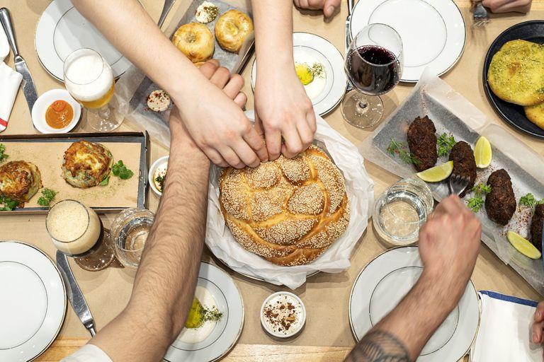 Los platos típicos de la cena de año nuevo, Rosh Hashaná, con recetas de una gran cocinera.