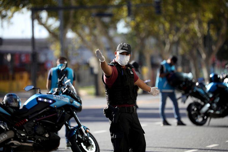 Control policial en las calles de Buenos Aires