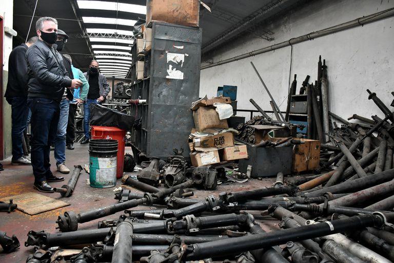 Desbaratan un desarmadero en la zona comercial de Warnes