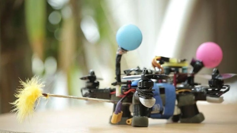 Un prototipo del dron creado en Polonia para polinizar flores