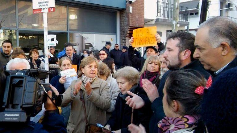 Ayer hubo una protesta frente a la sede de Gas Natural Fenosa en Morón