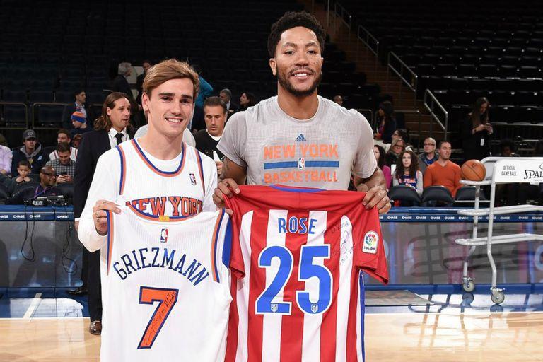 Antoine Griezmann y Derrick Rose, en ocasión de un encuentro de los Knicks en el Madison Square Garden
