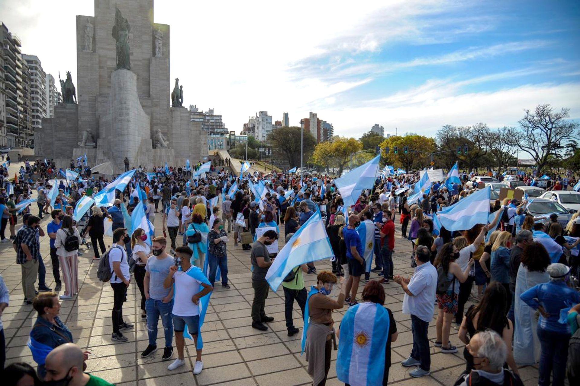 Manifestantes del #12-O en Rosario