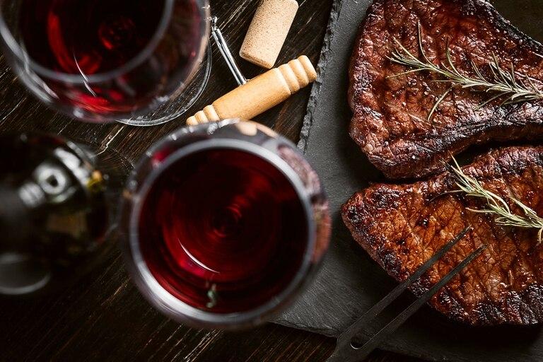 Qué hay de cierto en eso de que para cocinar hay que usar un vino de la misma calidad del que te tomarías