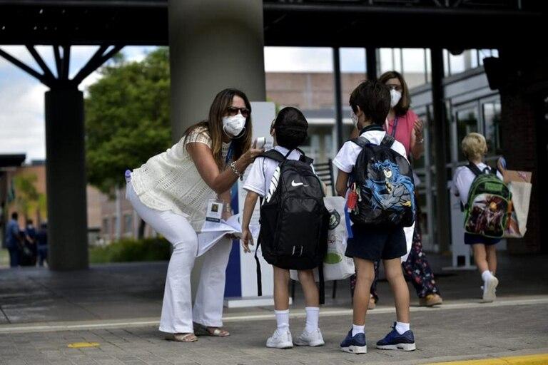 Entre las principales diferencias, se encuentran cuestiones ligadas a las burbujas educativas y a las modalidades de educación presencial