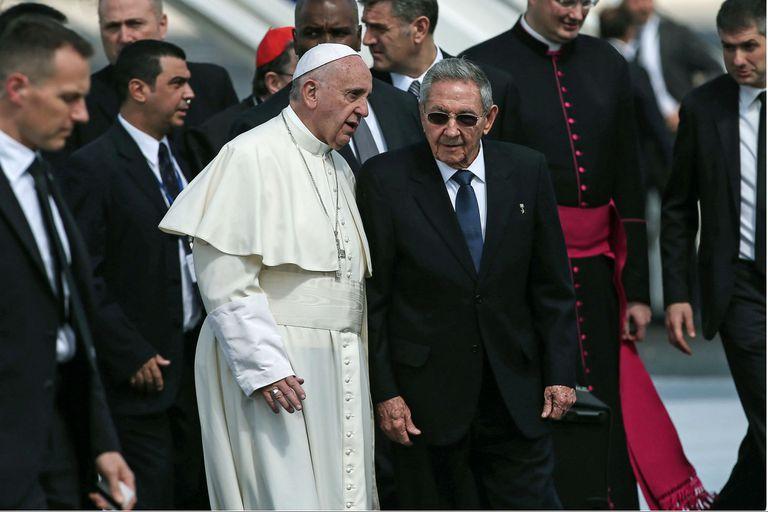 Siempre atento a Cuba, el Vaticano mantiene cautela con el cambio de mando