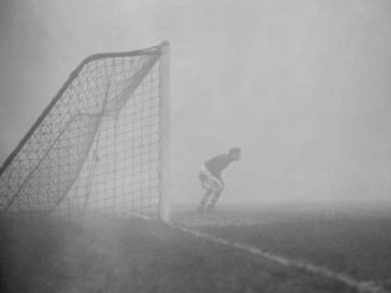 Solo en la niebla: el arquero que pasó 15 minutos en el arco sin saber que el partido había terminado