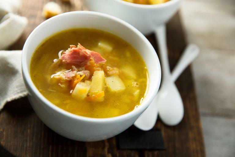 Sopa de papas y batatas con panceta