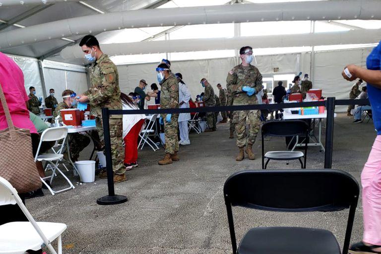 En el Miami Dade College, vacuna Agencia Federal de Manejo de Emergencias (FEMA)
