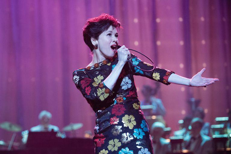 Actores que sorprendieron cantando en biopics de músicos famosos