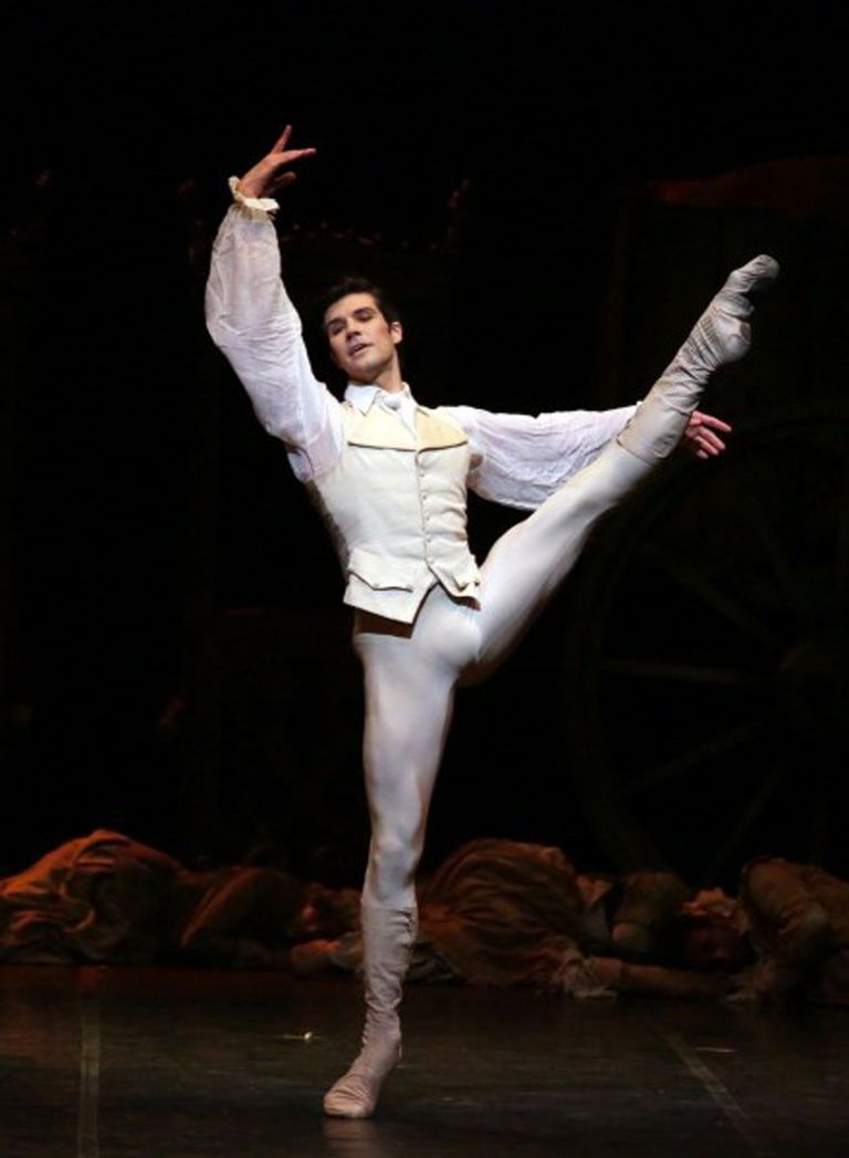 """Roberto Bolle, gran figura italiana de la danza, hará """"Manon"""" en septiembre de 2020 en el Colón"""
