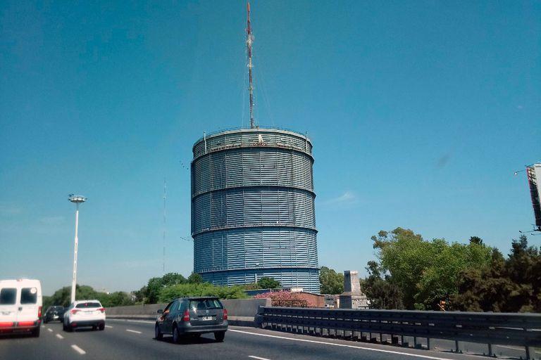 Intacto, impenetrable, indestructible, el gasómetro de la General Paz y la avenida Constituyentes sigue en pie como una garrafa gigante. Fuente: Municipalidad de San Martín
