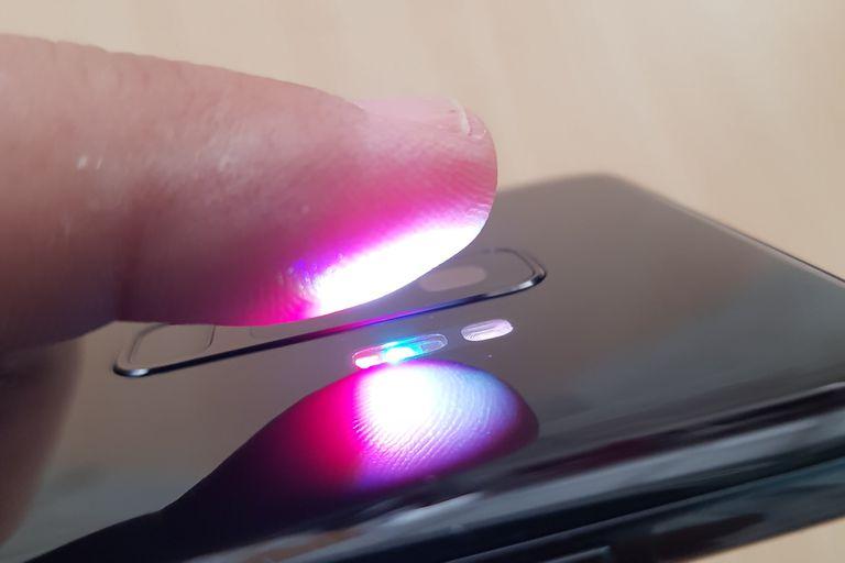 Así funciona el sensor de presión arterial del Galaxy S9