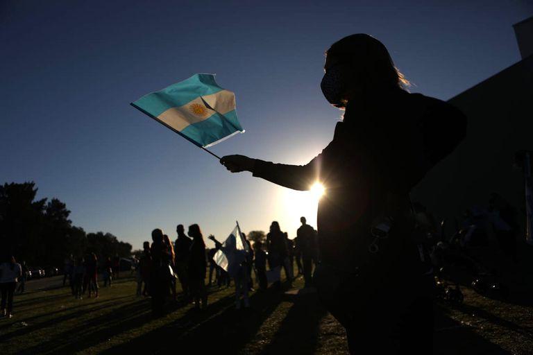 Abrazo simbólico en la escuela Esseri, en La Plata