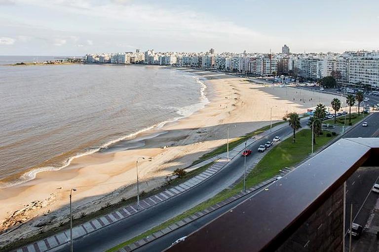 Uruguay fue uno de los últimos países latinoamericanos en obtener vacunas, pero inocula a uno de los ritmos más rápidos de la región