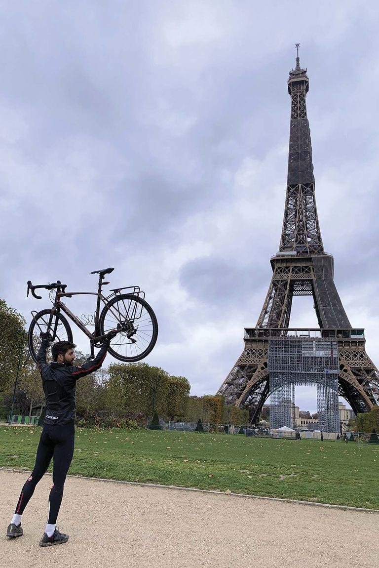 Torre Eiffel, París. 1 de noviembre de 2020.