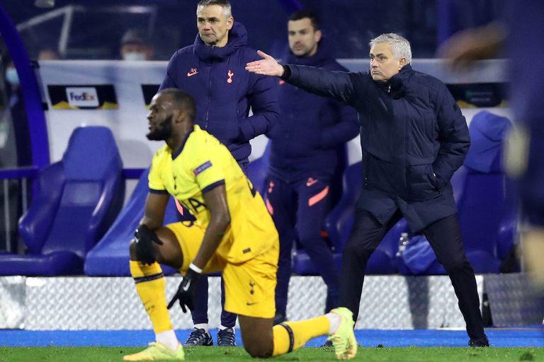 En llamas. Las críticas de Mourinho a su equipo y sus aplausos a los rivales