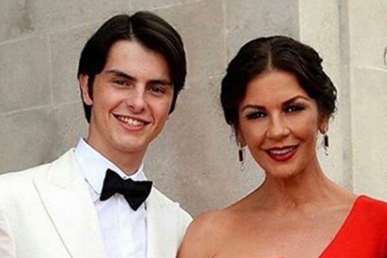 Catherien Zeta Jones bromeó en las redes sociales sobre el susto que le provocó su hijo, Dylan, de 19 años